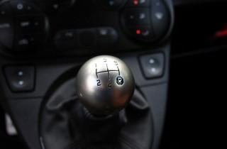 Τι να προσέχεις στην οδήγηση με χειροκίνητο κιβώτιο